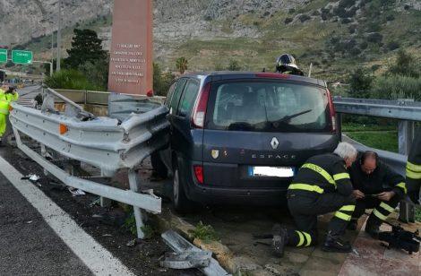 Palermo Mazara, auto finisce contro il guard rail nei pressi del monumento a Capaci - https://t.co/7rETbmnuIo #blogsicilianotizie