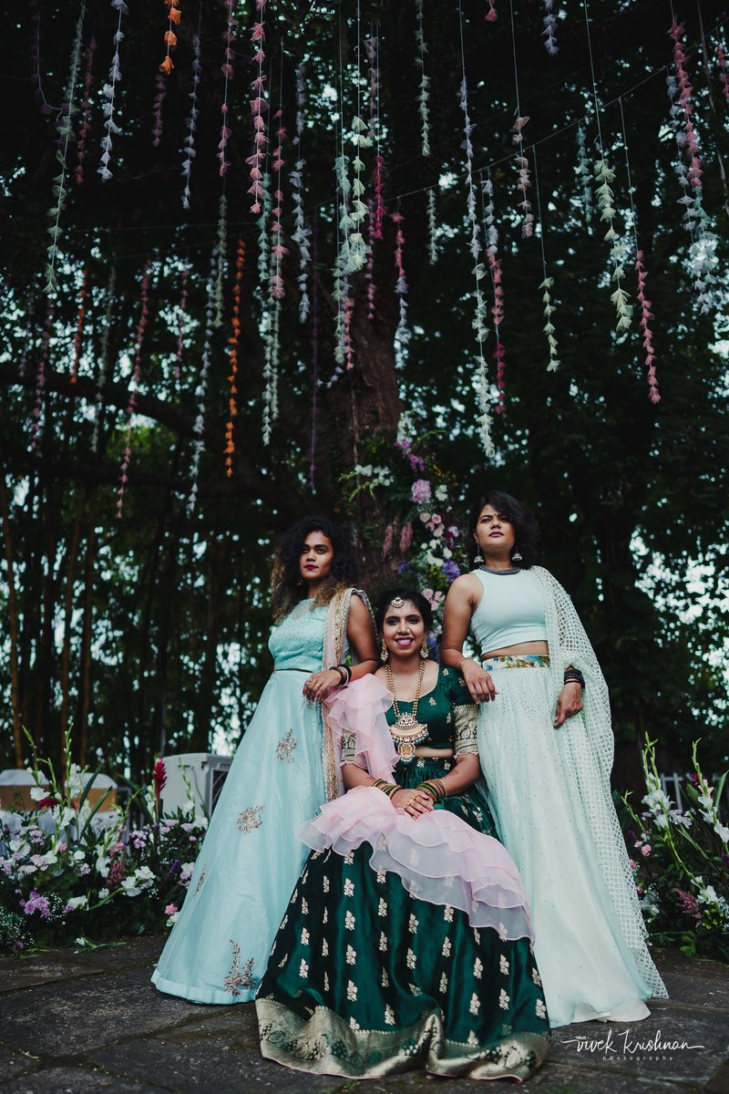 Her Charlie's Angels! Always having her back…  #bridalinspiration #bridesofindia #indianbride #bridesmaids #sistersquad #girlsquad #teambride #bffs #girlgang #bridalportraitspic.twitter.com/FvMo3JGTsR