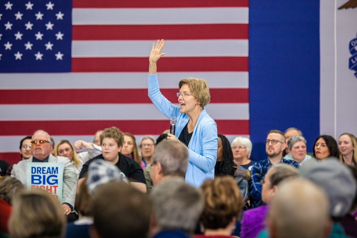 Elizabeth Warren waves to the crowd at the Clinton, Iowa town hall.