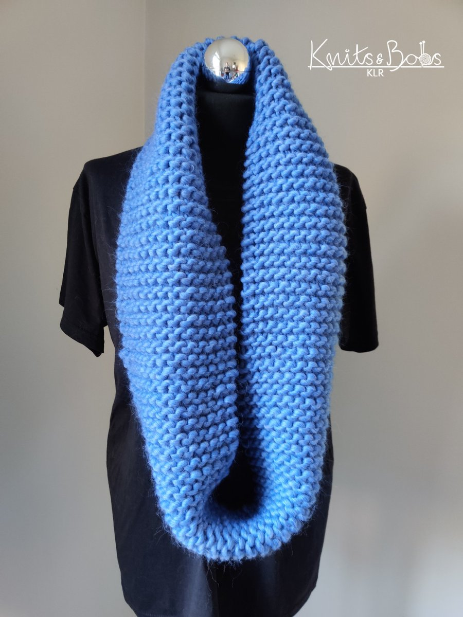 #handmadehour hand knitted with top quality luxurious merino wool. Ethically sourced too! http://Www.etsy.com/uk/shop/knitsandbobsklr … #knititslow #slowfashion #sustainablefashionpic.twitter.com/XZEPU6IQsO