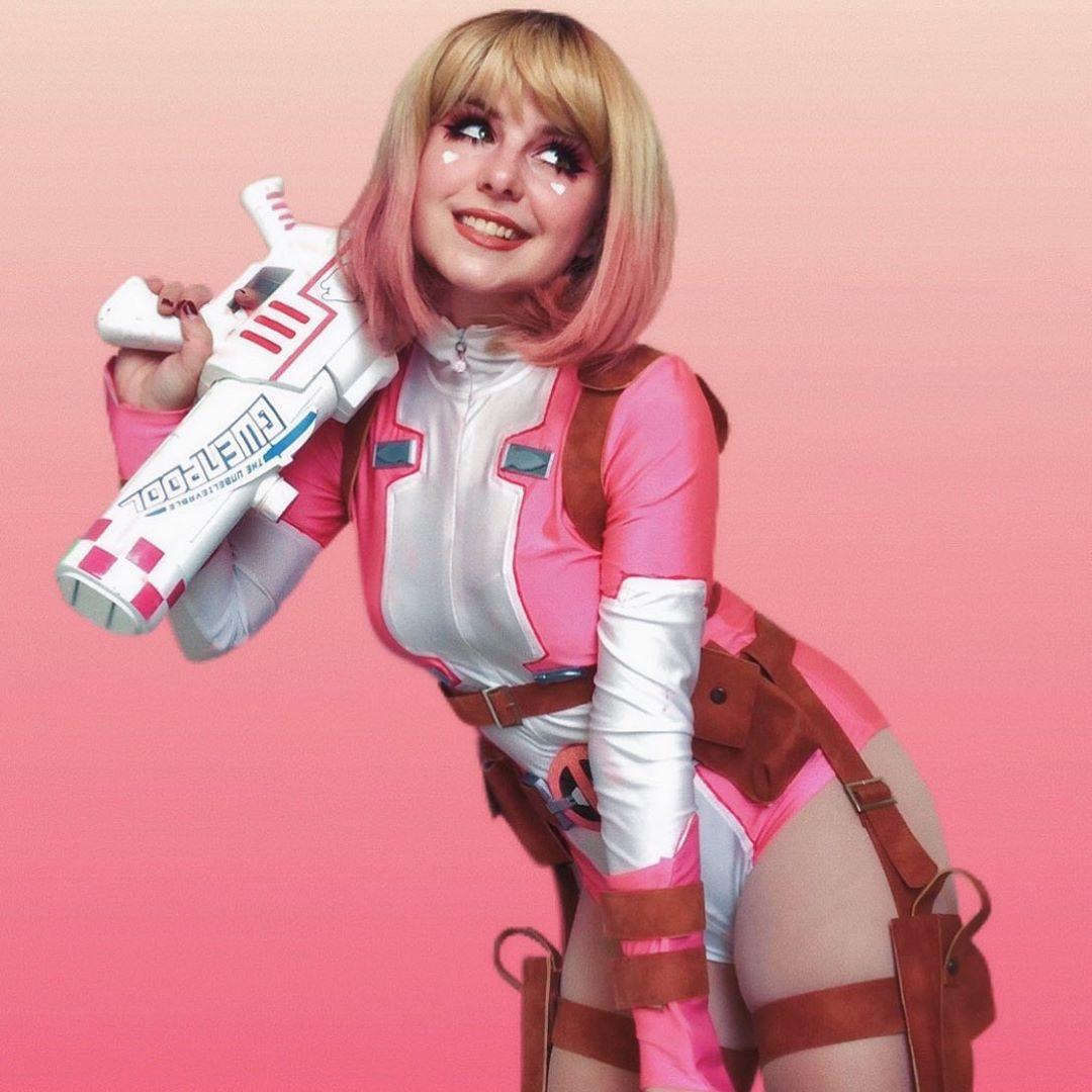 Gwenpool  cosplayer: http://instagram.com/a.li.as costume: @miccostumes  #gwenpool #gwenpoolcosplay #cosplay #cosplaygirl #marvel #marvelcomics #comiccosplay #cosplaypic.twitter.com/H1vYyw86aQ