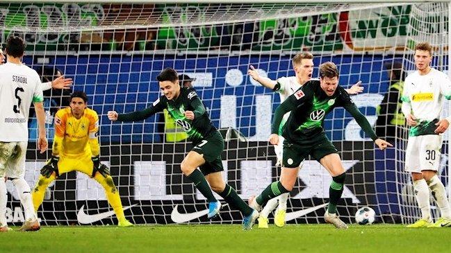 | #Bundesliga 15°Rodada:  Hoffenheim 2-4 Augsburg Paderborn 1-1 U Berlin Bayern 6-1 Werder Bremen Hertha 1-0 Freiburg Mais 0-4 Borussia Dortmund Colônia 2-0 Leverkusen Dusseldorf 0-3 Leipzig Wolfsburg 2-1 Monchengladbach Schalke 1-0 Eintracht pic.twitter.com/ECQ0gtFfTJ