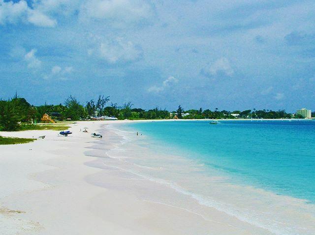 Per la varietà di spiagge è considerata l'isola perfetta. #Barbados #Carlisle Bay #place_wow #neverstopexploring #beautifuldestinations #earthporn #awesome_earthpix #lifeandthyme #noventanaviaggi #traveldiary #Travelphotography #iger https://ift.tt/38AXBo5 Per la varietà di sp…pic.twitter.com/bXLFTtOJsm