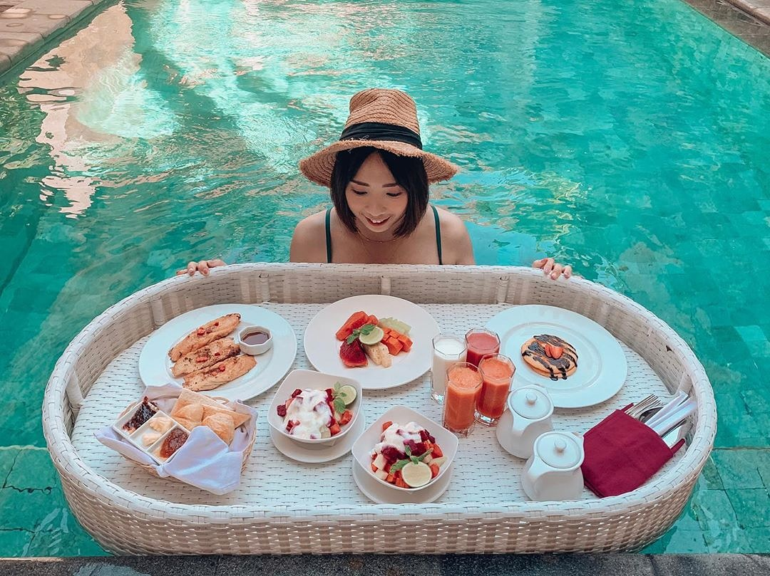 Our beloved guest @chichi0422 during her previous stay enjoyed one of our most acclaimed elevated luxury breakfast experiences, our Floating Breakfast! .  #nusaduabali #nusadua #baliguide #bali #baliindonesia #nusaduabalibeach #thebalibibble #nusaduaescape #explorebali pic.twitter.com/bV5U95XqCn