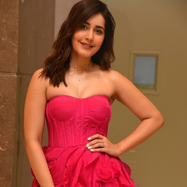 #RaashiKhanna Photoshoot at #prathirojupanage movie pre release event For  more photos below  link : https://m.facebook.com/story.php?story_fbid=2653821318032807&id=888199771261646…  #raashikhanna #actress #telugufilmindustry #tollywoodtoday #tollywoodupdates #tollywoodactress #telugucinema #teluguactress #events #movies #tollywoodpic.twitter.com/a5UuQabPPS
