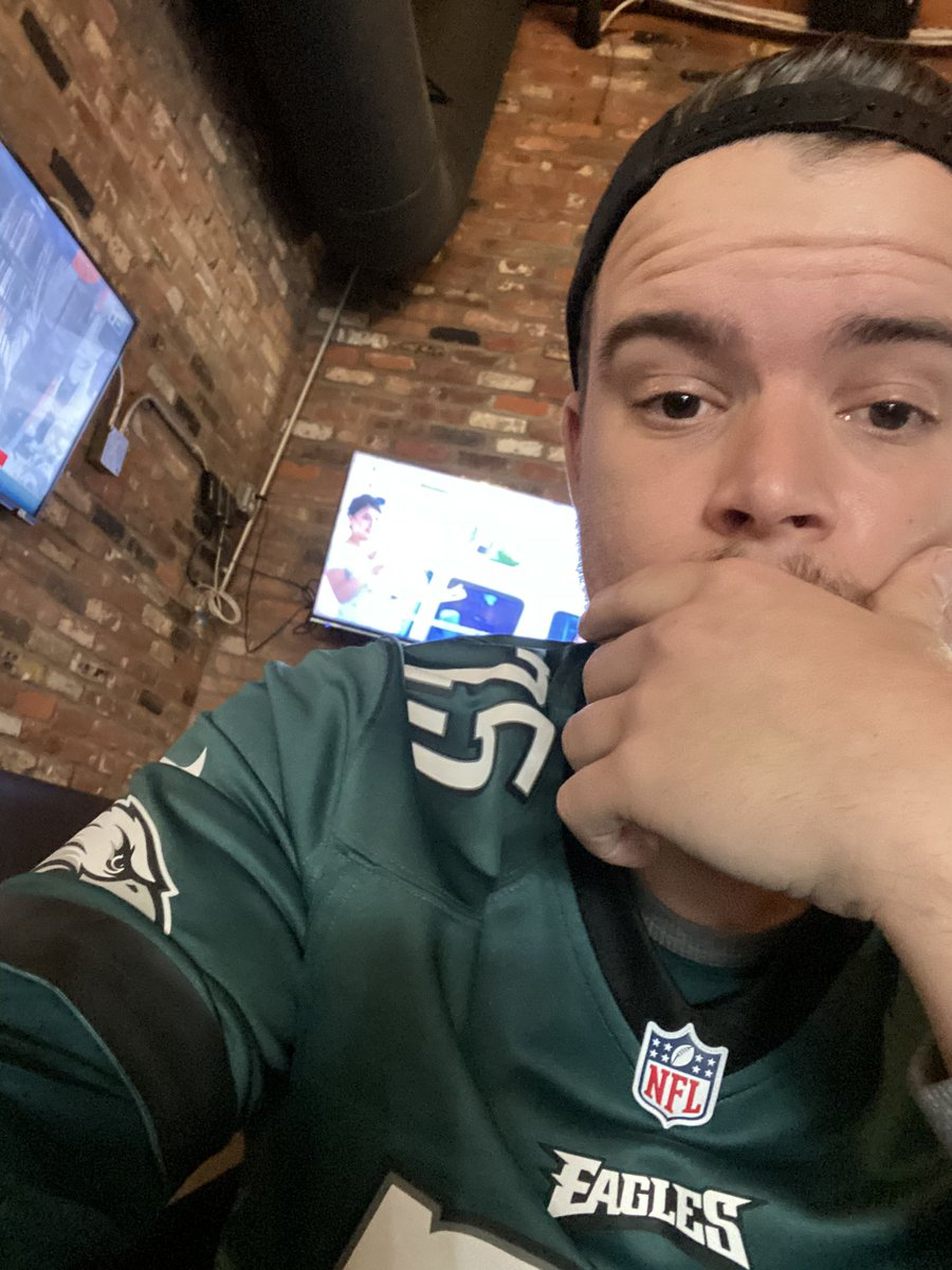 Eagles getting that W on this gorgeous day downtown !! #PhiladelphiaEagles #needtobeatthecowboys #oldsacpic.twitter.com/A2P8Igfr9W