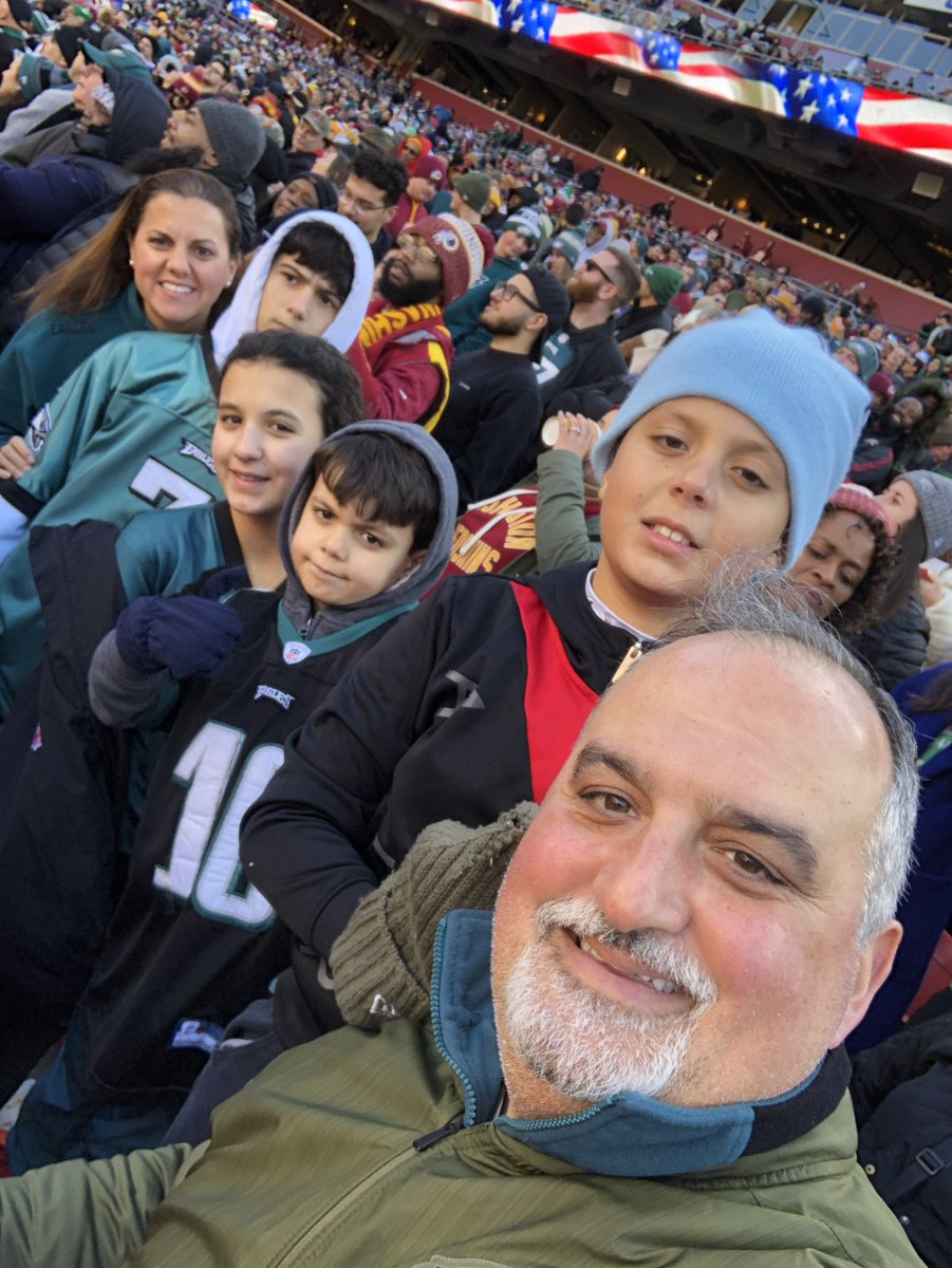 What a great day!  Got to watch our #PhiladelphiaEagles beat the #Redskins , rushed to  @GOCofStGeorge to complete the order for #FeedTheHungry and then topped it off at the #ManatosFamilyChristmasSpectacular with a very special appearance by #SantaClaus #priceless   #blessedpic.twitter.com/cddWWP7gyy