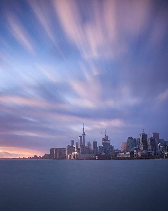 Tones of Toronto #travelon #seetorontonow #toronto #streetsoftoronto #moodygrams #citykillerz #artofvisuals #citygrammers #eclectic_shotz #curiocityto #6ixwalks #mycntower #bestcitybreaks #awesome_photographers #night_trails #urbanandstreet @toronto @visualambassadors …pic.twitter.com/3LH09pHTjn