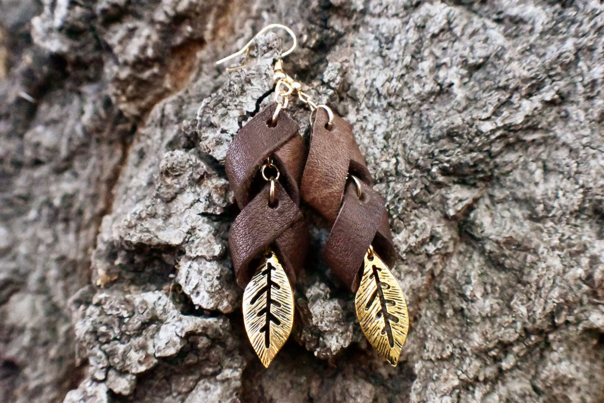 Upcycled Leather Earrings. https://etsy.me/2KLloYe   #jewelry #jewellery #upcycling #recycled #leatherjewelry #earrings #etsy #etsyseller #etsyshop #boho #bohostyle #ecofriendly #sustainablefashion #sustainable #sustainability #sustainablejewelry #giftideas #christmasgift #giftspic.twitter.com/YFcd0suLNm