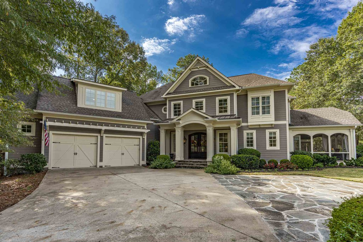 Ready to upgrade? Impeccable 4 BD/ 5 BA in Eatonton has it all. Call/text/DM me!  http://cpix.me/l/87834373pic.twitter.com/JSzXMOFZIr