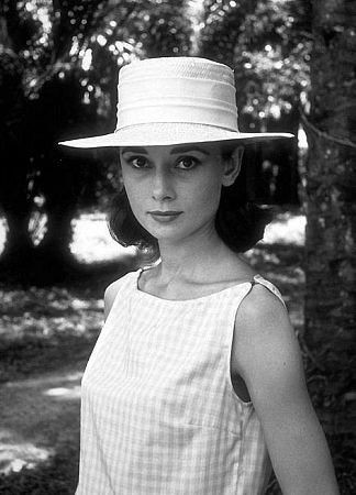 Congo, 1959. during the filming of The Nun's Story #AudreyHepburn #OldHollywood #ClassicHollywood http://www.instagram.com/exquisiteaudrey pic.twitter.com/p94Kx00bbj