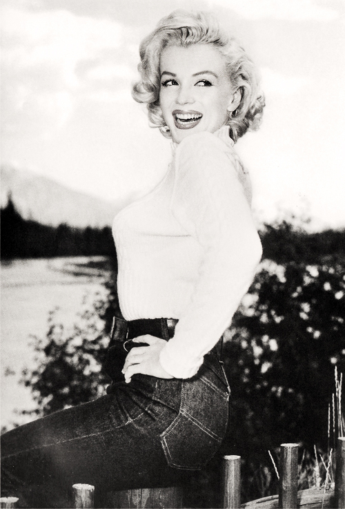 THAT SMILE THOUGH! #MarilynMonroe #CollectingMarilyn #RealMarilynMonroe #MarilynMonroeCollection #MarilynMonroeFan #NormaJeane #Marilyn #Monroe #OldHollywood #BlondeBombshell #Legend #Goddess #Icon #Vintage #Glamour #MarilynStyle #HollywoodGlamourpic.twitter.com/SgldT43xII