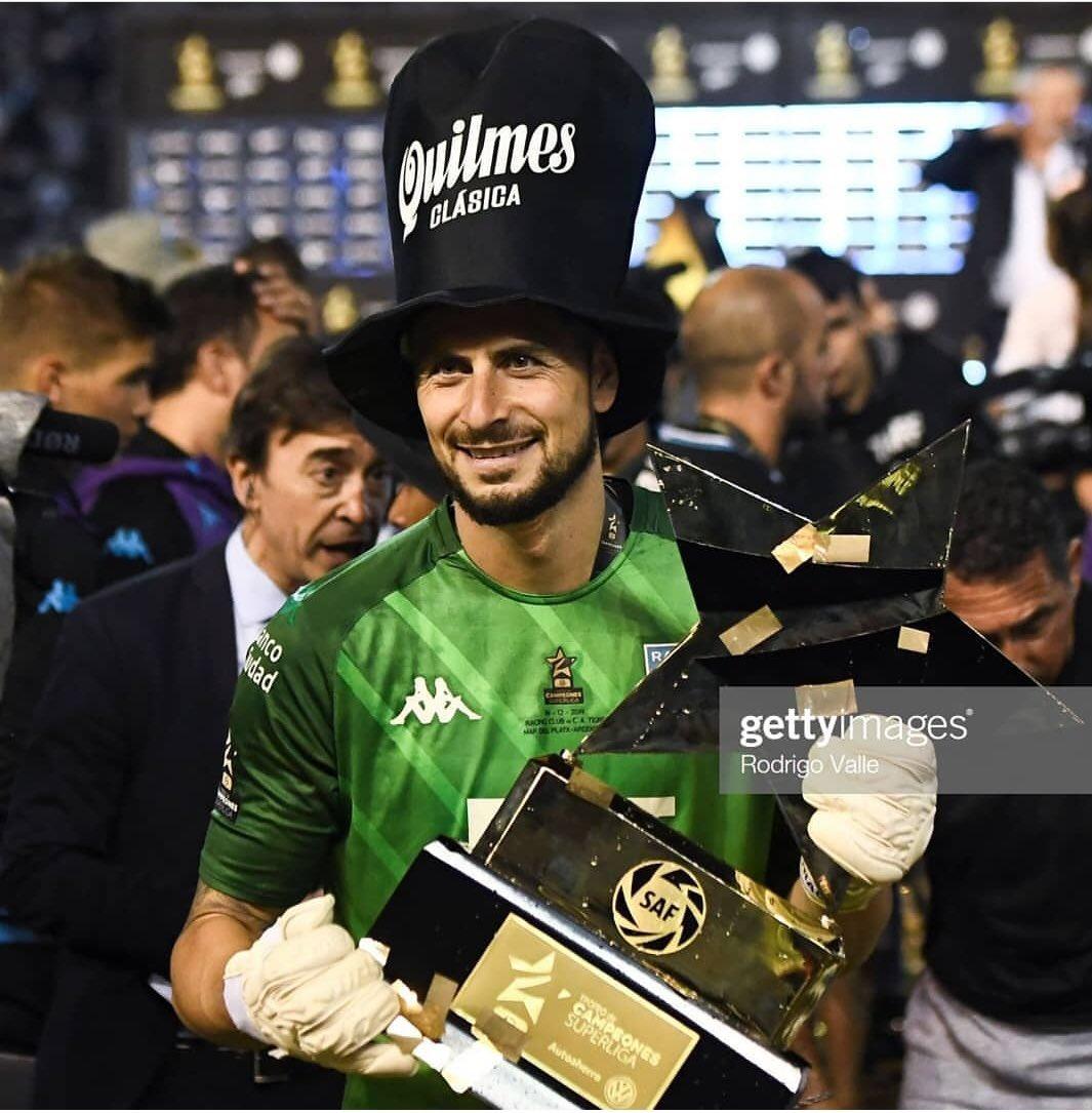 Gabriel Arias con sus guantes Elite Solo Campeón de Campeones del Fútbol @RacingClub  #soyarqueroelite #elitesolo #racingcampeón #guanteselite #futbolargentino pic.twitter.com/9TQz5hmrVT