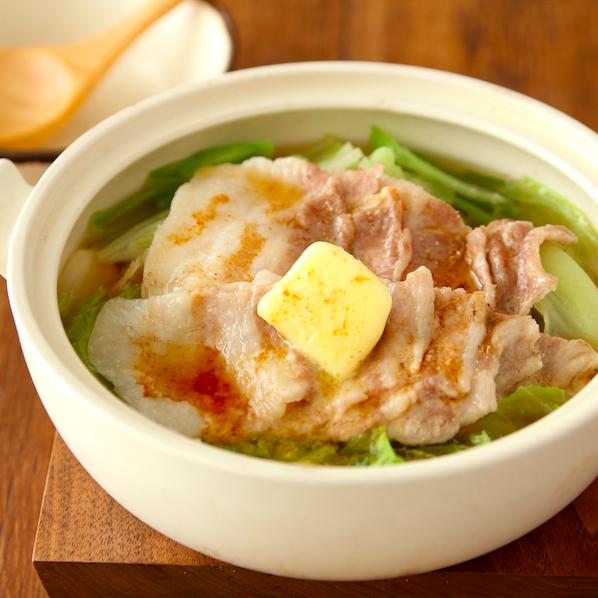 【豚バラキャベツのにんにくバター醤油鍋】 「材料3つ鍋」おすすめです!!