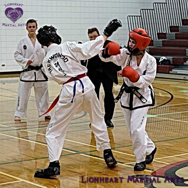 Black Belt Sparring!⠀ #LionheartMartialArts #Blackfalds #MartialArts #Taekwondo  #Sparring #BlackBelt https://ift.tt/2st5XgYpic.twitter.com/GNWT00itqb