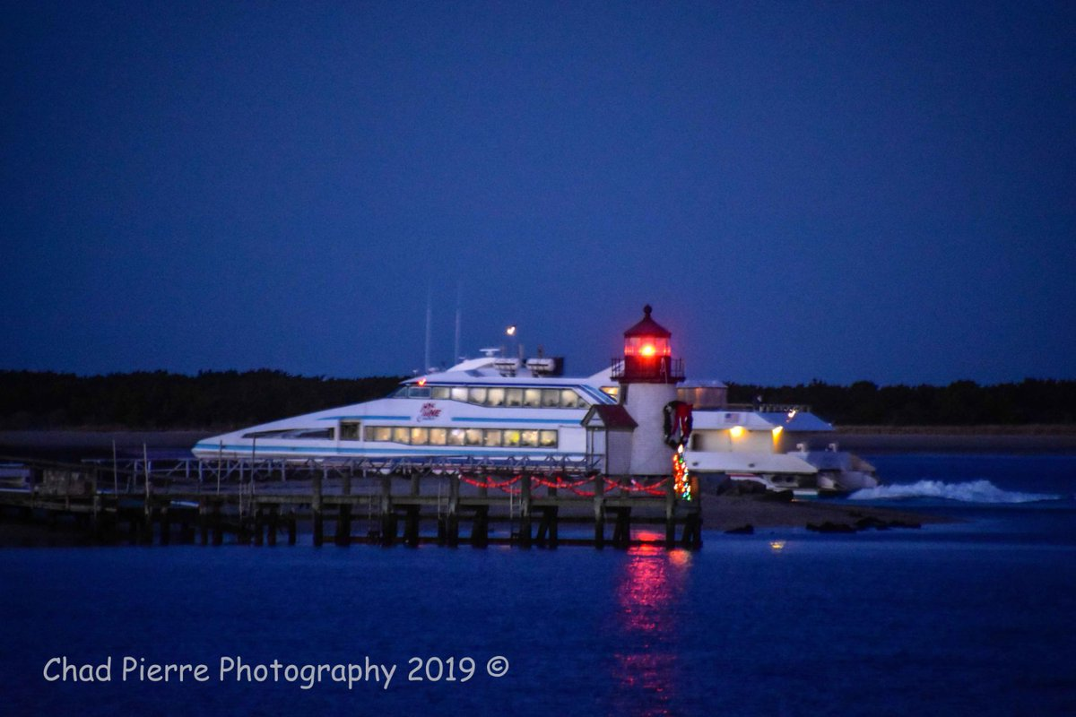 #Ferries - @hylinecruises Grey Lady 3 passes by the #BrantPointLight on her way to Hyannis. #ACK #Nantucket #ChadPierrePhotography pic.twitter.com/GhvGOtsO1s