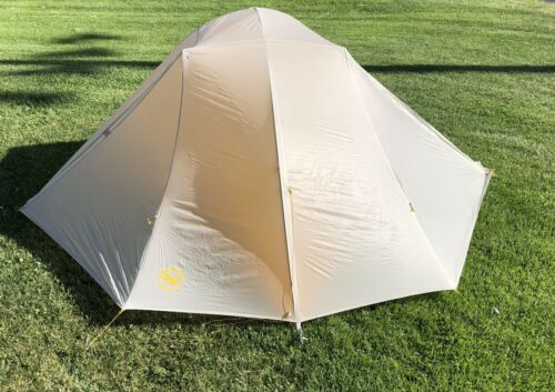Big Agnes TIGER WALL UL3 ultra lightweight backpacking tent With matching big Agnes Footprint. The footprint alone has a retail value of $70. This tent has been used only one day. It's never been wet, it shows very minor dirt and stains or a smudge.  #Agn https://2gocamp.com/sleeping-tents/big-agnes-tiger-wall-ul3-tent-ultralight-backpacking-three-person/…pic.twitter.com/S02OmCBUBc