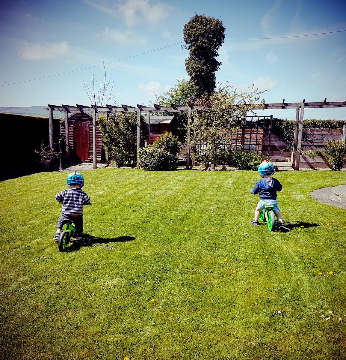 Choosing your child's first bike http://mummyfever.co.uk/choosing-your-childs-first-bike/… #balancebike #bikes #firstbike #outdoorplaypic.twitter.com/4G58Kjwh6d