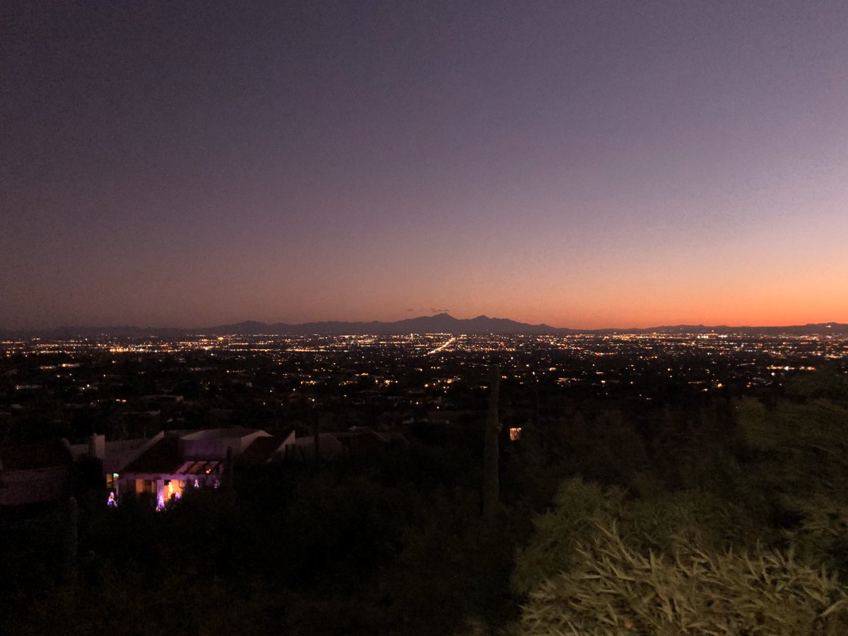 Guest of Howard Stewart at a elegant home in the foothills overlooking the beautiful Tucson Valley. What a spectacular view of our wonderful city!  Merry Christmas!   Tucson...It's Pretty Cool! pic.twitter.com/JgRh3uQ2nF