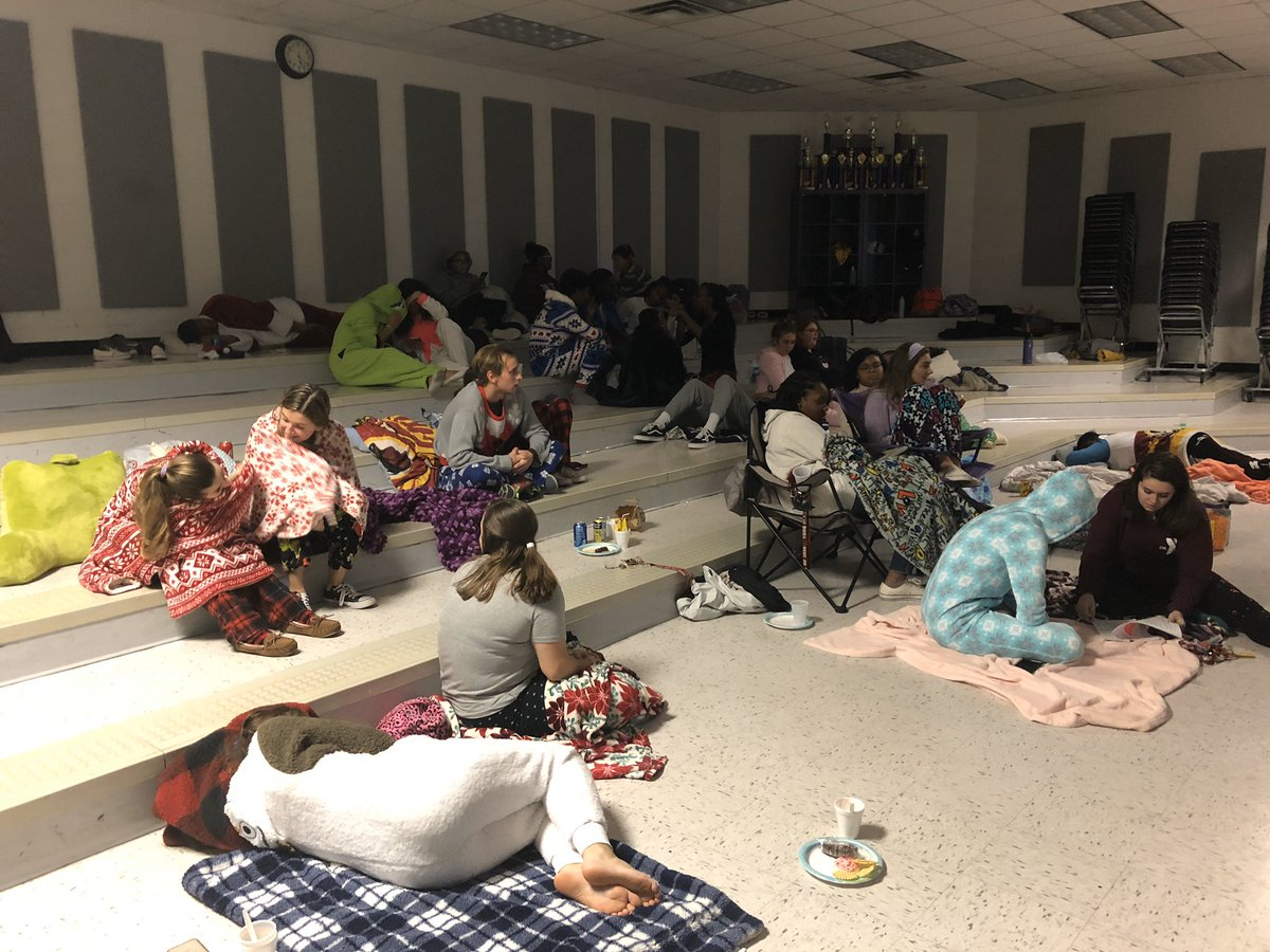 Successful Knightscene and Knightingales pajama party to kick off exam week pic.twitter.com/jrS81nFlwK
