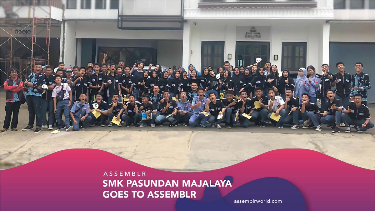 The other day, we had a visit from SMK Pasundan Majalaya. As usual, the students came to learn about #AR as well as our behind the scenes. #Assemblr #CompanyVisit pic.twitter.com/f24SKyGTp1