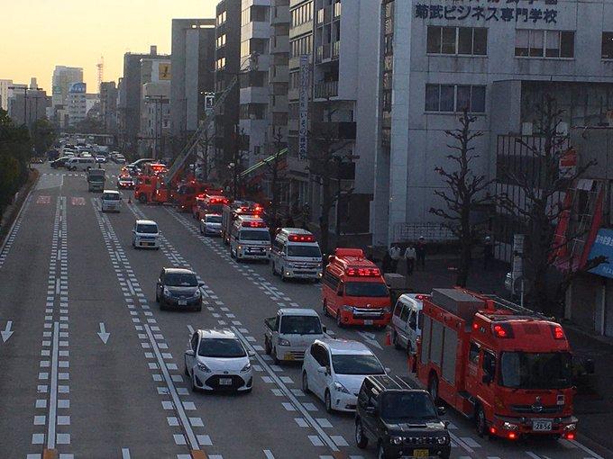 名古屋市東区相生町の火事で消防車集結の現場の画像