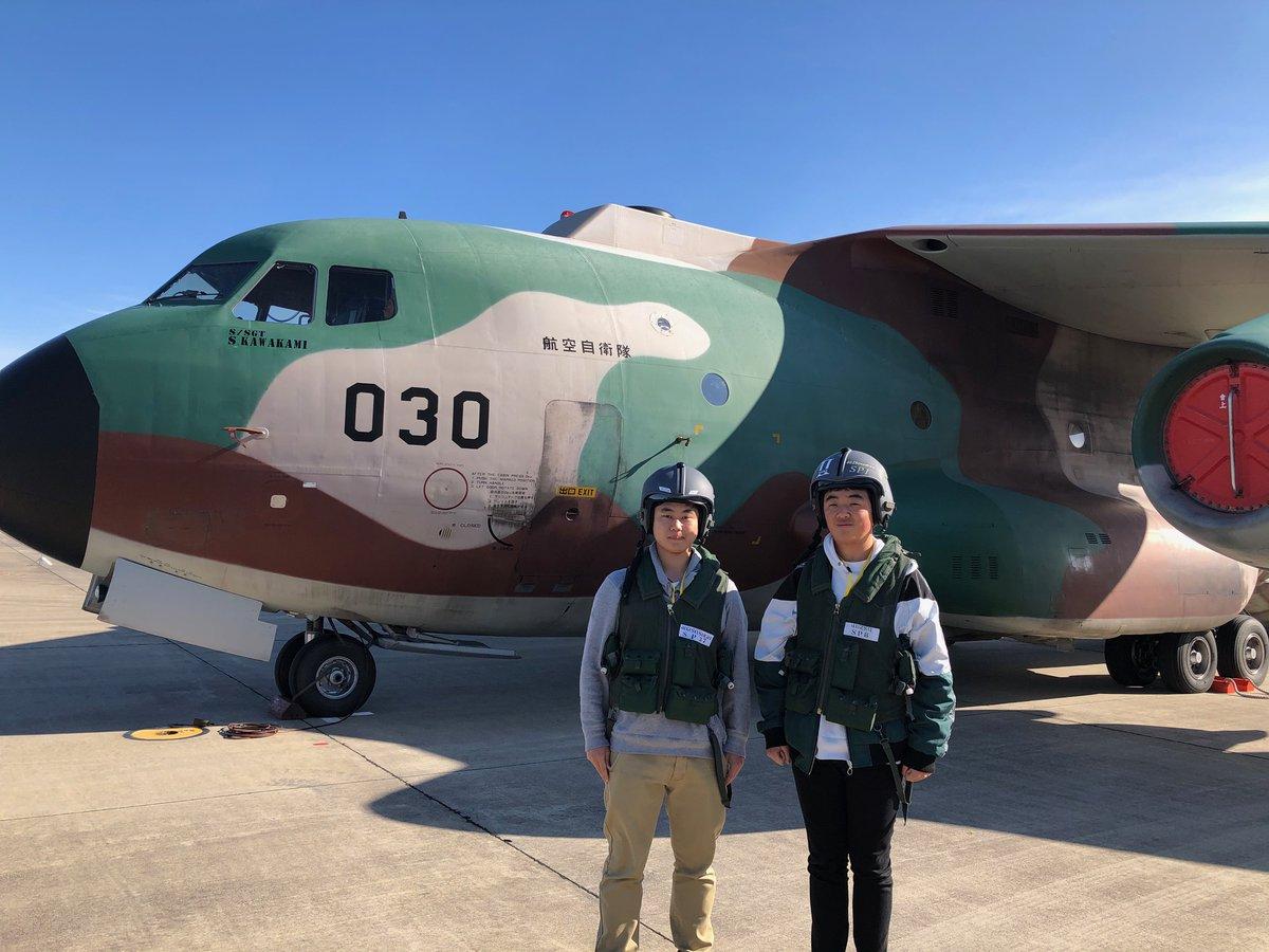 続き・・・ また、この日の体験搭乗にあわせて基地内では、災害派遣で活躍した車両や航空機の展示もあり、みんな喜んでいたにゃ♪ #神奈川地本 #体験搭乗 #自衛隊