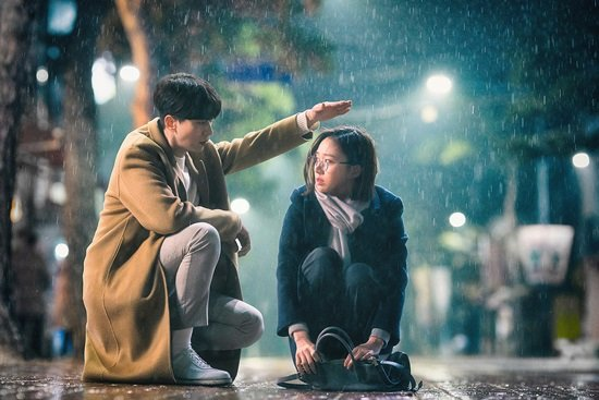 """Netflix new series """"I Holo You"""" (literal title) to release 1st ep on February 7, 2020.  Starring #YoonHyunMin & #GoSungHee, the drama will tell story about lonely woman meeting AI hologram https://entertain.v.daum.net/v/20191216091033463… #KoreanUpdates RZ"""