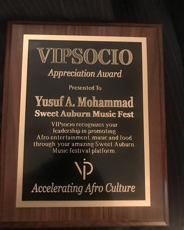 Big love and shout out to @vipsocio for the award and support. Please take a moment and download their app. A black company that's developed an updated version of Eventbrite! #UpGrade #NewBusiness #vipsocio #BlackBusiness pic.twitter.com/mbdjdGV2pj