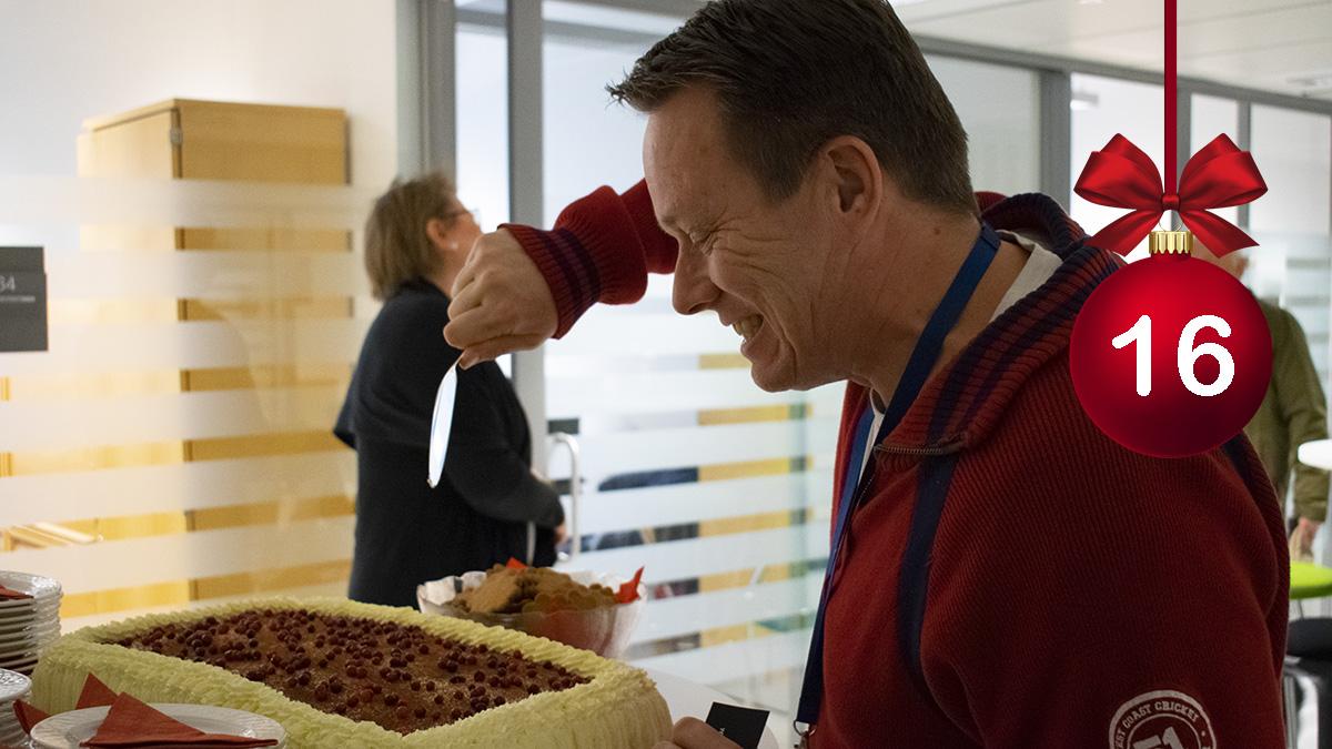 #HELYnteri luukku 16: Tämä joulukahveilla bongattu ELYn sidosryhmään kuuluva henkilö on  A) Business Finland -asiantuntija kuokkimassa B) Ruokaviraston tarkastaja valvomassa elintarvikehygieniaa C) Koulutusorganisaation edustaja suunnittelemassa työvoimakoulutusta leipureille https://t.co/g0CSaXNavw