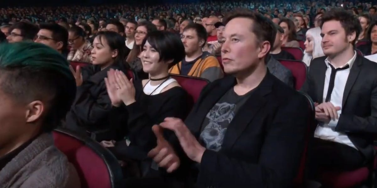Elon Musk made a surprise appearance at one of the biggest gaming events of the year to support his girlfriend, Grimes http://bit.ly/34j2nTMpic.twitter.com/cl2k0w1E2g
