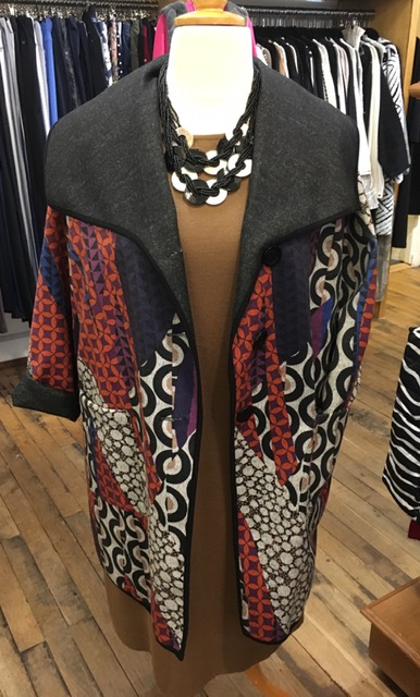 Statement necklace really brings a modern twist to this super wool mix dress- fabulous funky coat completes the outfit. Sizes 12-30, limited stock -drop in soon!  Ps- please like & rt to help others discover Plum #Cirencester #Cotswolds #christmasparty #plussizefashion pic.twitter.com/TsNJ8lx1MJ