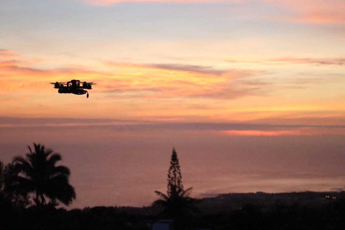 Mais quelle drôle d'oiseau ! #sunsetlovers #sunset #drone #reunionisland #iledelareunion #landscape #paysage #art #photography #beautiful #love #coucherdesoleil #dronephotography #night #sombre #art #photographylovers #picoftheday #instamood   https://www.instagram.com/p/B5AsSyFHdJa/?igshid=hemz9he9ro8c…pic.twitter.com/EZkel5Ne2W