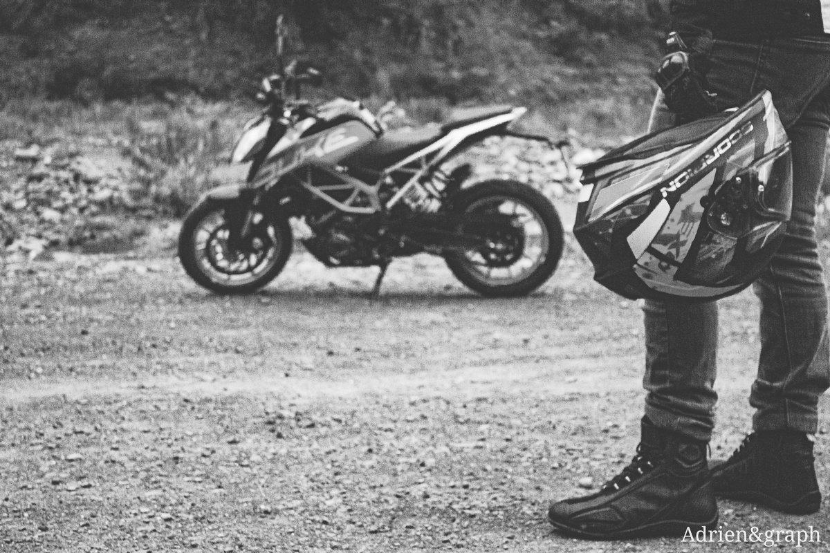 Photographie.. #ktm #ktmduke390 #reunionisland #iledelareunion #photographylovers #photooftheday #instamood #goodnight #professionalphotographer #professional #détente #love #beautiful #blackandwhite #noiretblanc #moto #casque #motorsport #motorbike  https://www.instagram.com/p/B55Zw6snQd_/?igshid=14kwnfvs7gb9q…pic.twitter.com/5nMrYYjkHu