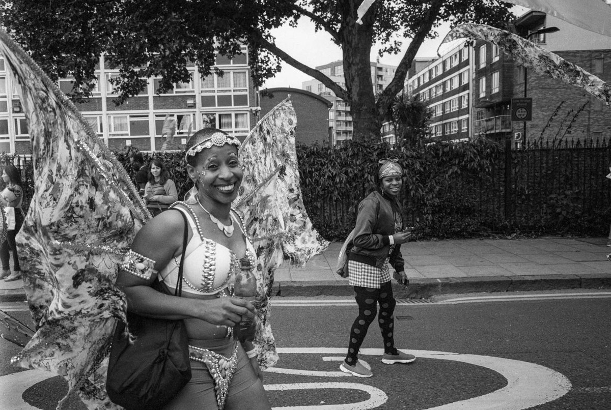 28:6 - Hackney Carnival 1 - Minolta CLE, CV 28mm 3.5 - part of my 28 project. From my blog: https://rangefinderchronicles.blogspot.com/2019/12/286-minolta-cle-28mm-voigtalnader-color.html?m=1… #28mm #minolta #voigtlander #film #filmphotography #filmisnotdead #believeinfilm #blackandwhite #ilfordhp5 #streetphotography #hackney #carnival #london #eastlondonpic.twitter.com/ziWnmqhyJz