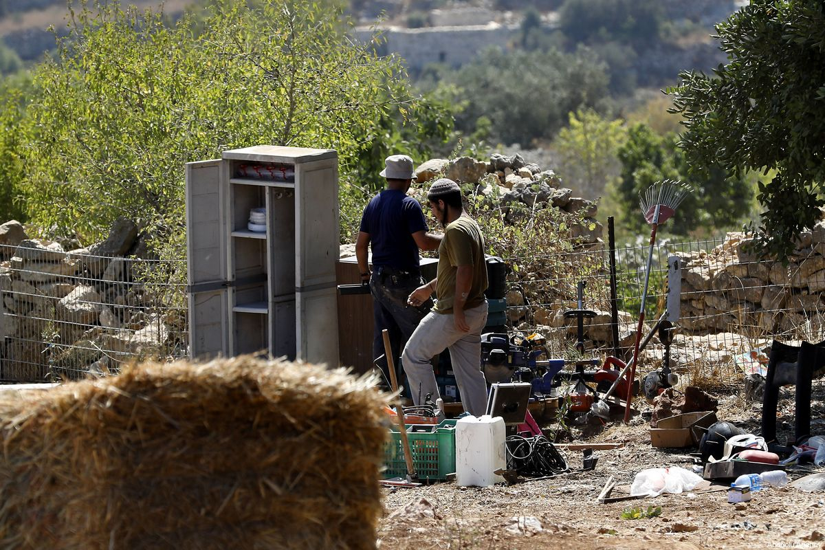 Israel occupation authorities to seize dozens of dunums of Palestinian land near Qalqilya | http://bit.ly/2tlwDAE pic.twitter.com/Nl1vP3zs6v