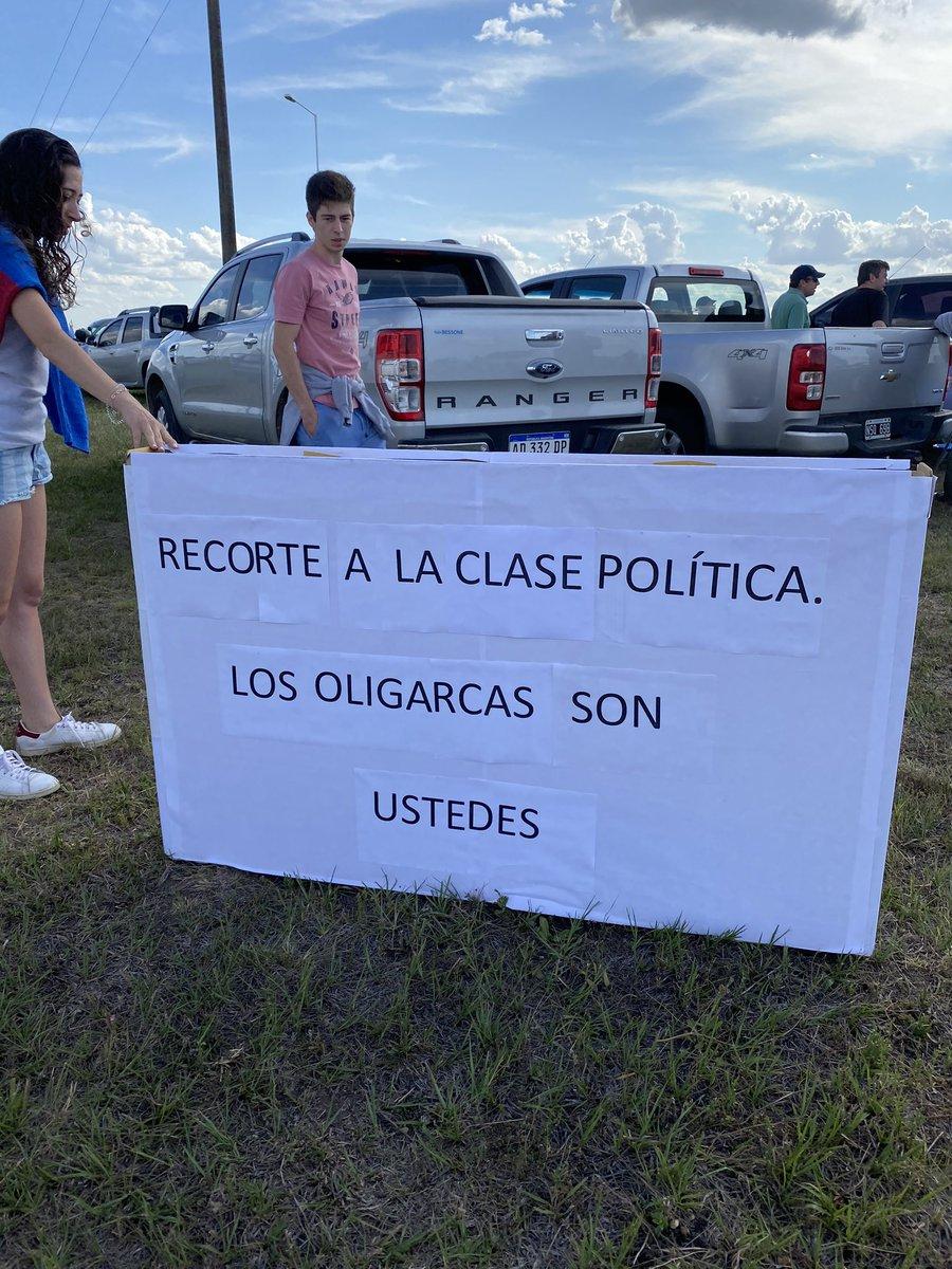 #El18ElCampoALaRuta  Políticos Todos !!!PONGUI PONGUI Uds  dejen en Paz al Pueblo y los 21 Ministerios #HaganAlgo pic.twitter.com/hMsWt1gzB2
