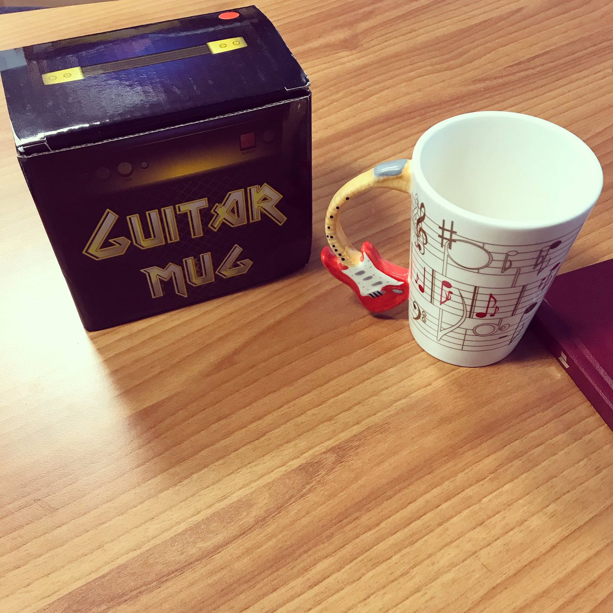 Got given this today! Absolutely perfect. #guitarmug #guitarist #redstratocaster #redstrat #musicnotes #coffee #recording #recordingstudio #recordingstudiolife #morningperson #audioproduction #ukmusic #devonpic.twitter.com/wSkVg3y002