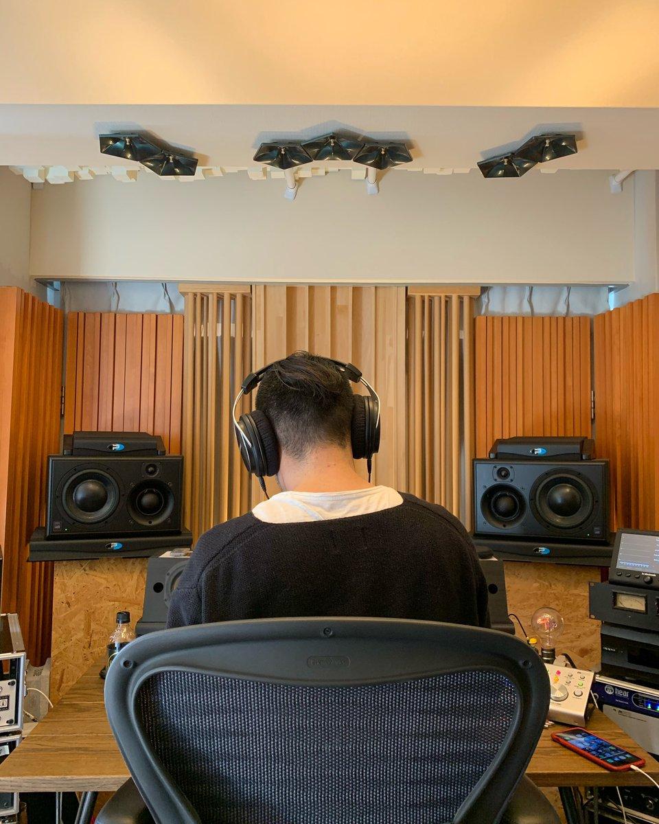 ヨルシカのボーカルRECでしたのよ  #recording #recordingstudio #privatestudio #studio #vocal #vocalrecording #ヨルシカ #邦ロック好きな人と繋がりたい #邦ロックpic.twitter.com/G4iif6Hd4P