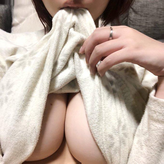 グラビアアイドル安位薫のTwitter自撮りエロ画像32