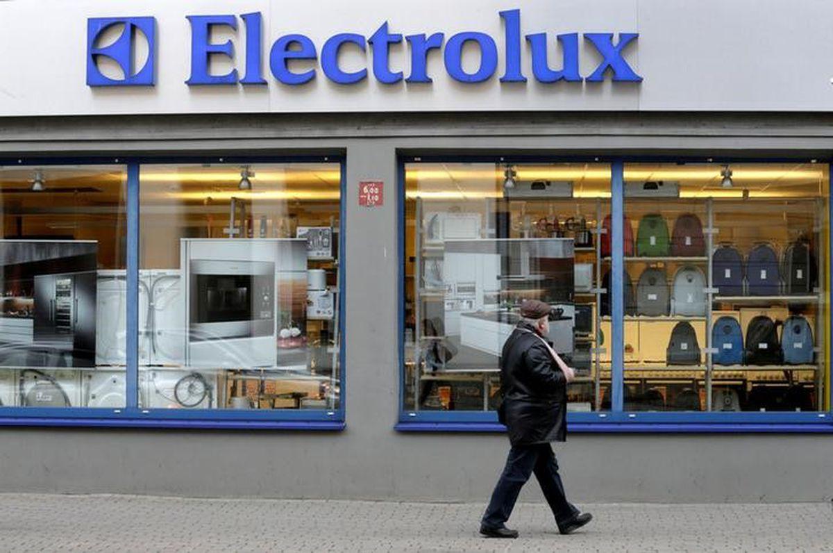 Electrolux shares skid on warning of higher U.S. costs http://dlvr.it/RLMftkpic.twitter.com/TGcJ97PYGE