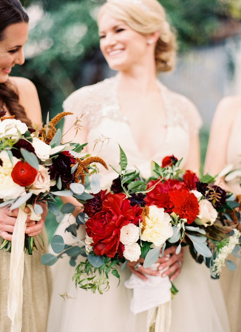 With Christmas right around the corner I'm dreaming of #winterwedding bouquets like this gorgeous rich-red, dark-purple, and ivory blooms.  - Marissa Lambert Photography pic.twitter.com/dtopf2bAJs