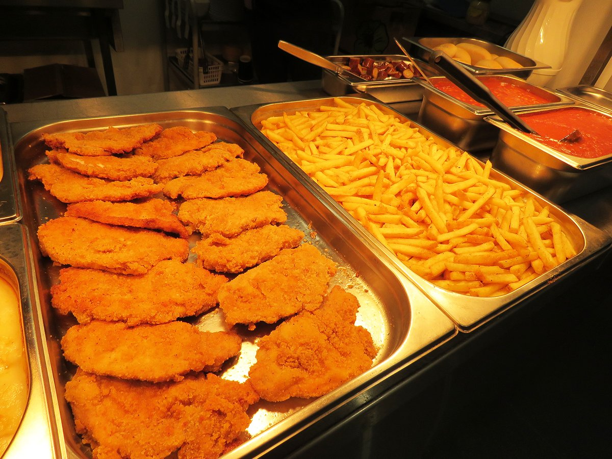Year 10 German students and the school catering team have organised a German-themed lunch for the school community today. The menu includes schnitzel, currywurst, stollen and gingerbread.pic.twitter.com/Ih22ddnrGG