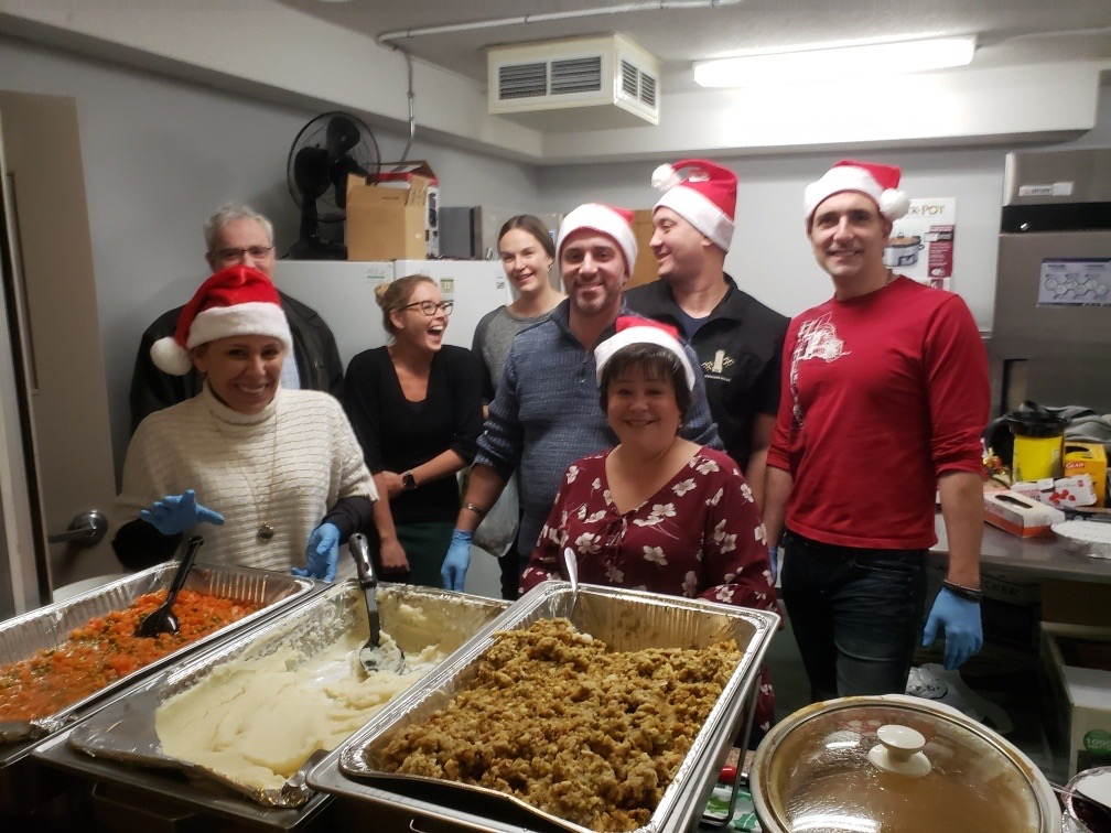 We had a great time helping to serve up holiday dinner at @OCH_LCO Mac Manor last week! pic.twitter.com/KAZGg11aOR