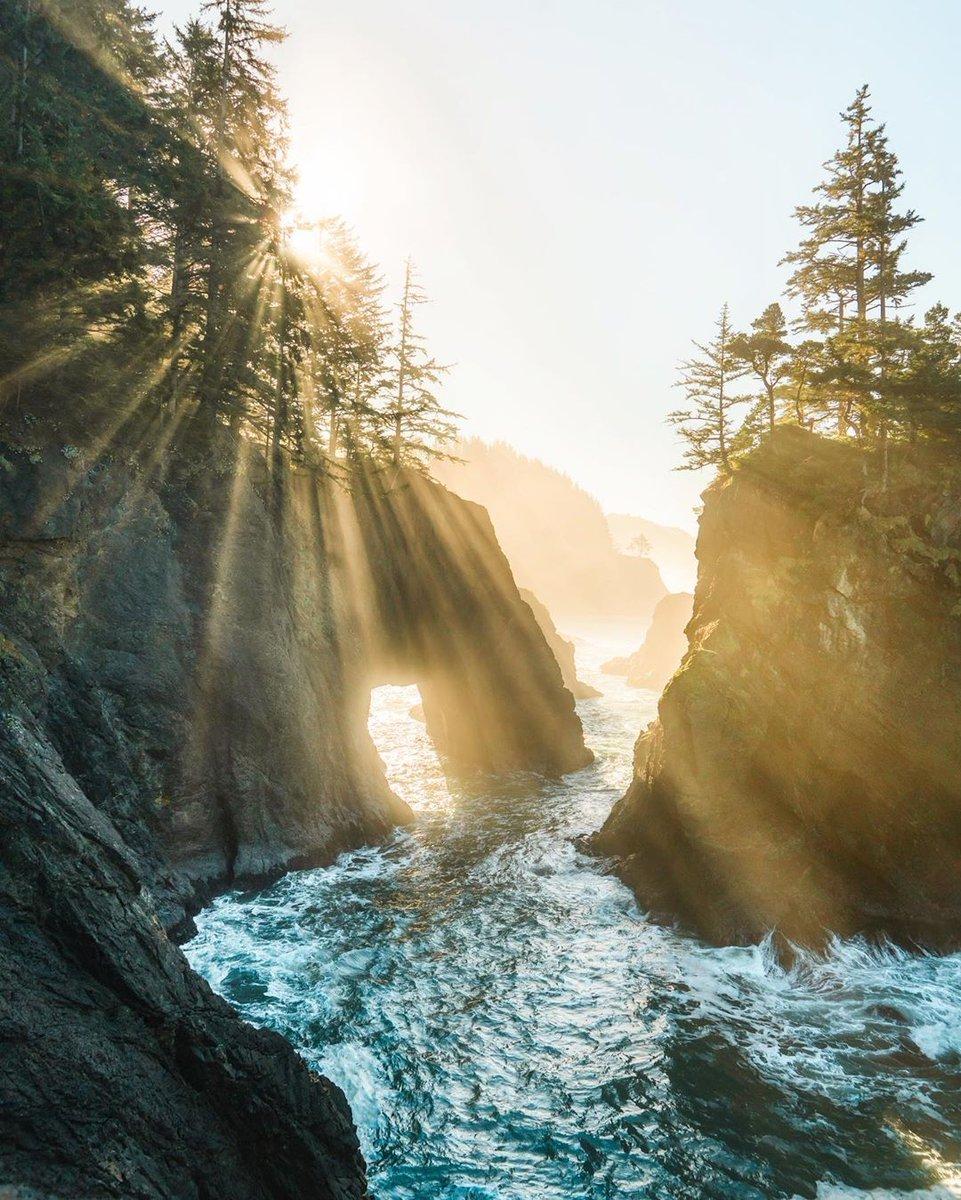 Oregon pic.twitter.com/ERlbWhwp8u  by Earth Timeless