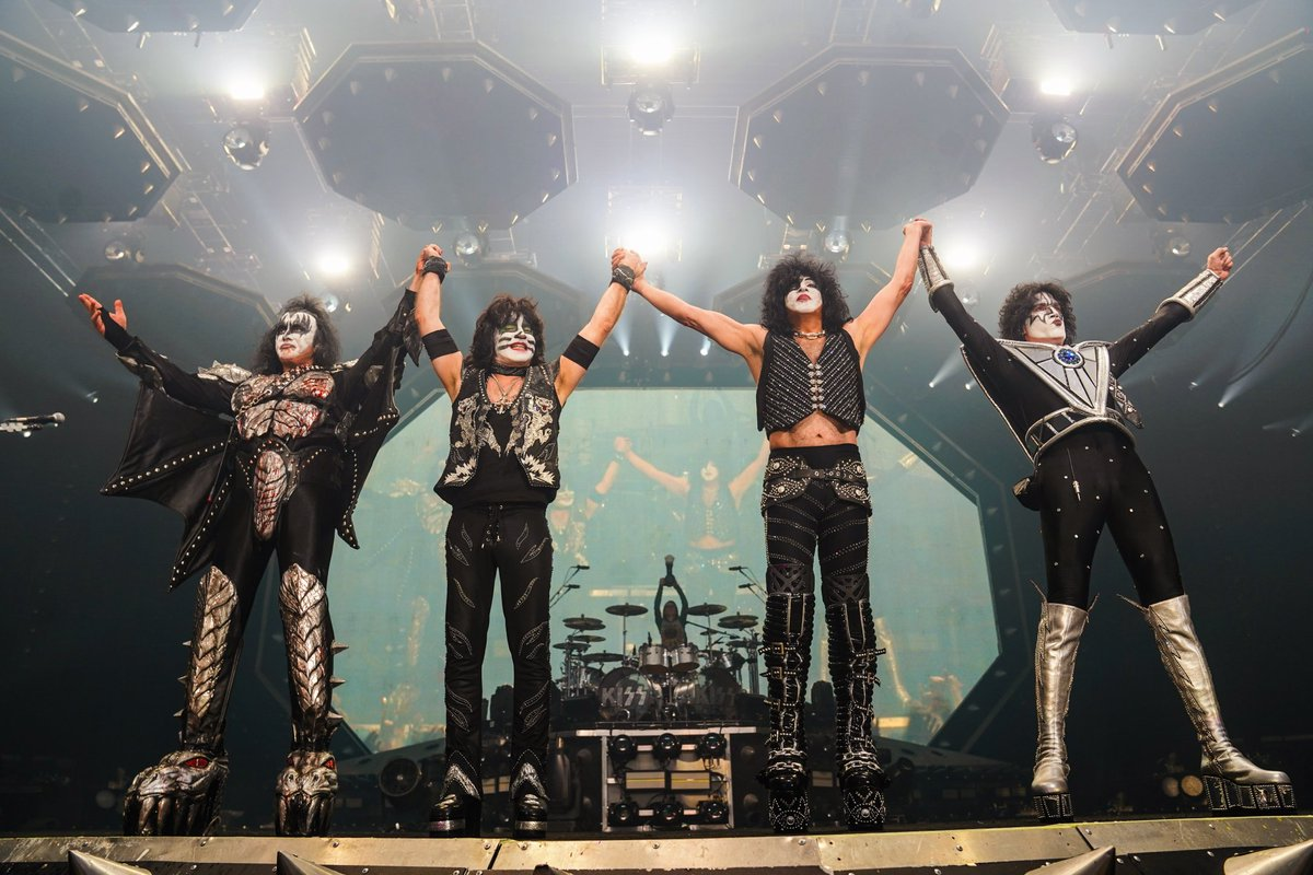TONIGHT! #KISS #EndOfTheRoad World Tour at the Kyocera Dome in #Osaka, #Japan.