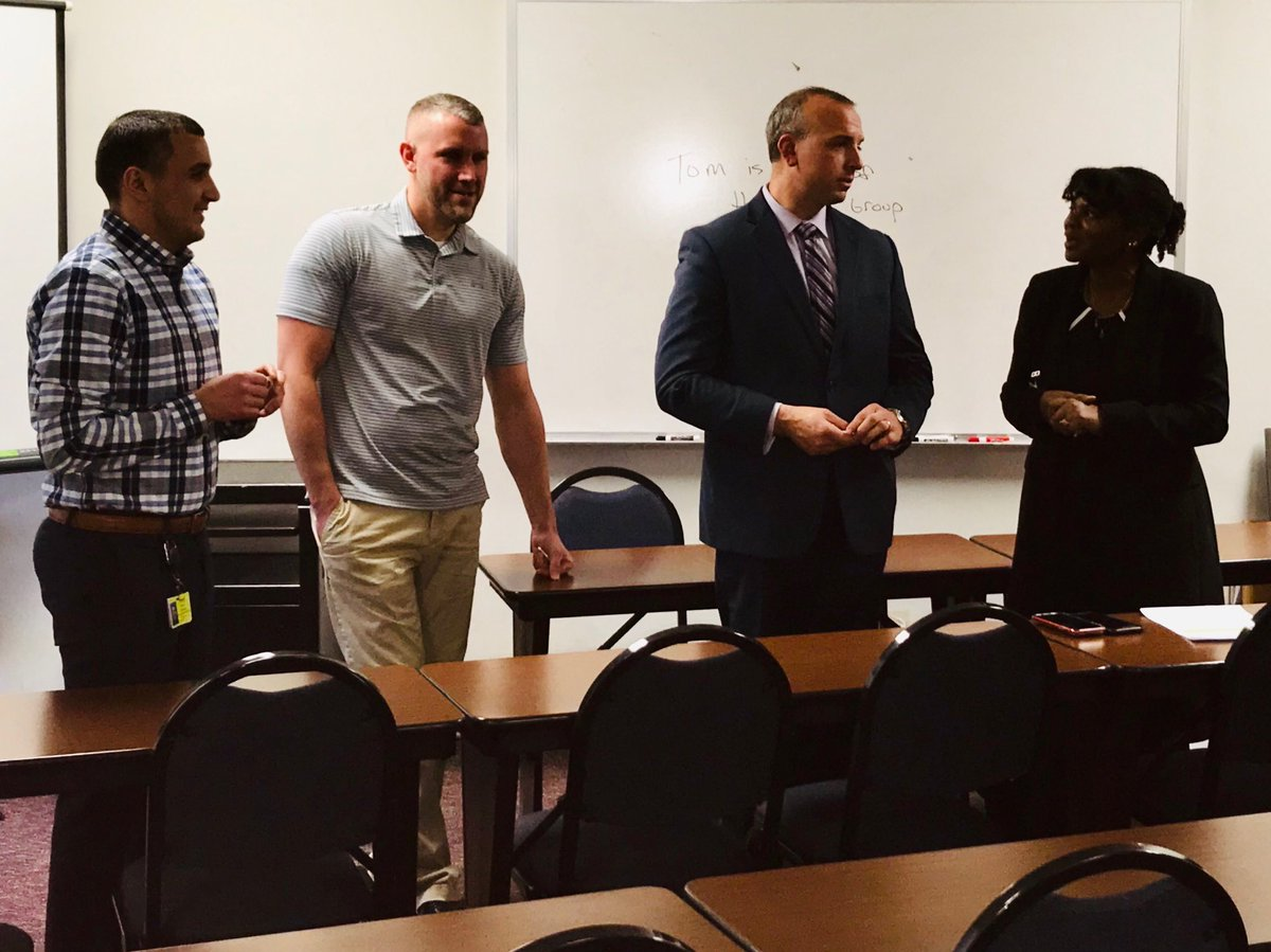Pontiac Probation Agents Dusci, Bannatyne and Bazzi recognized with Good Government Symbol of Excellence Coins for their impressive caseload employment rates! Great Job! @Dietrichb7 @LatrecePorter  https://t.co/ozgkCTOCXJ