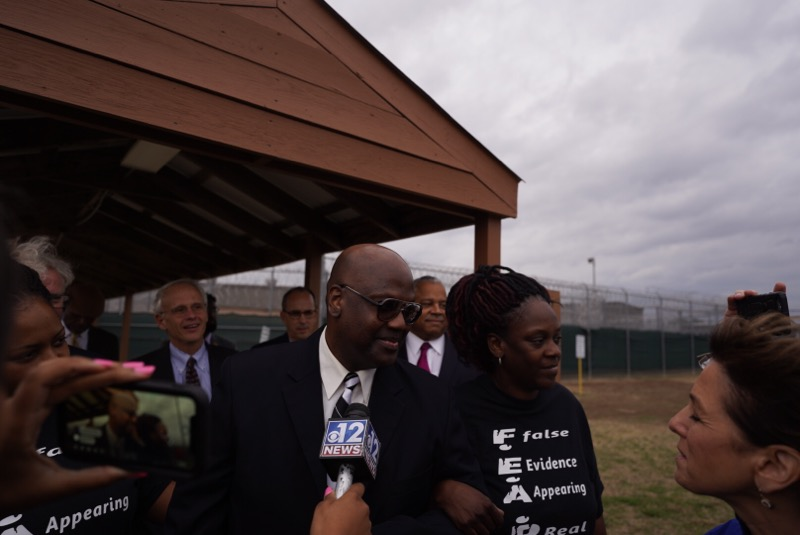 Here he is. Curtis Flowers walks out of jail after 23 years. apmreports.org/story/2019/12/…