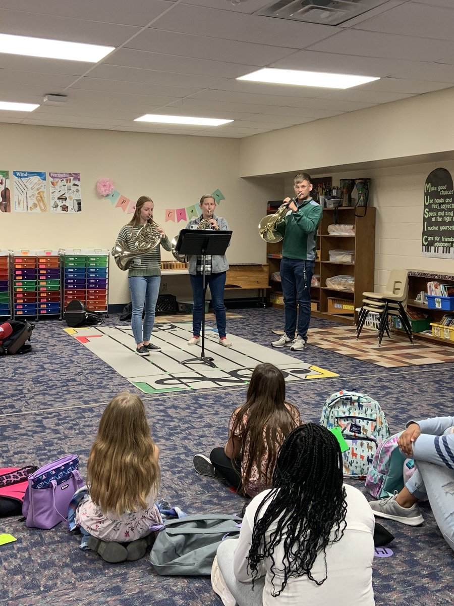 What a privilege to have @baylor_music students out to play for Speegleville's UIL Music Memory team! Today we spent some extra time with Beethoven and this amazing horn trio! #SpeeglevilleMusic #musicmemory #baylormusic pic.twitter.com/bGSAVCia7x