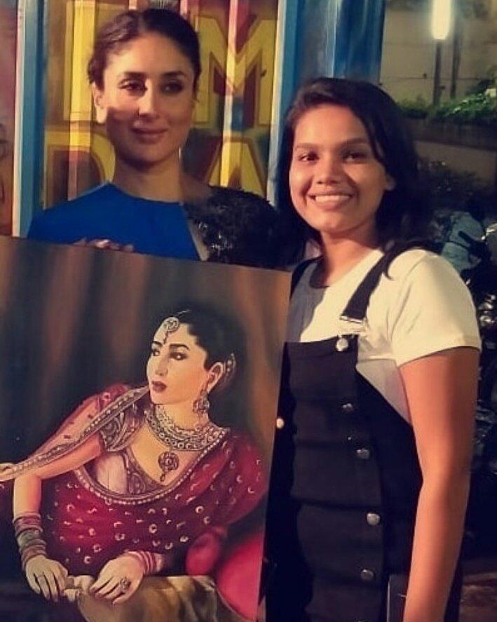 #KareenaKapoorKhan with her fan